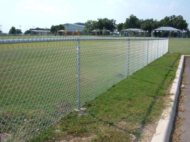 Металната ограда